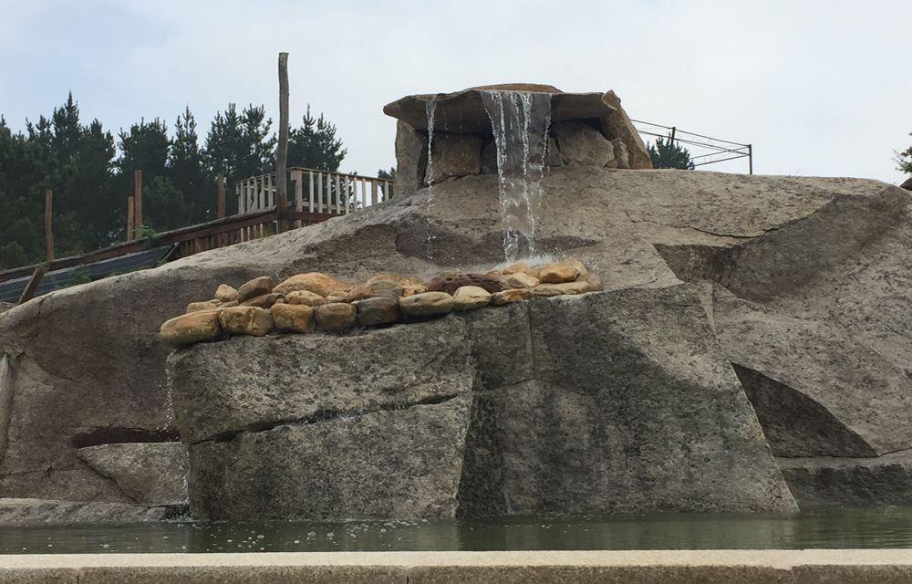 Construcción cascada piscina